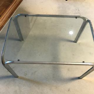 オシャレ? ガラス天板テーブル