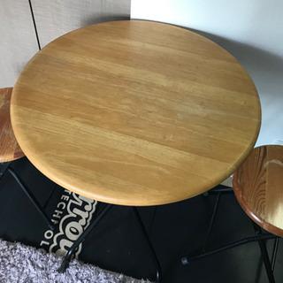 折り畳みテーブルとイスのセット