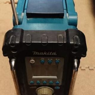 バッテリー付き マキタ ラジオ 良い音です。動作品