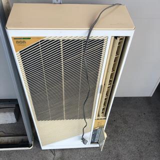 『相談中』になりました 古いけど良く冷えます コロナ 窓用エアコン 枠付 - 四日市市