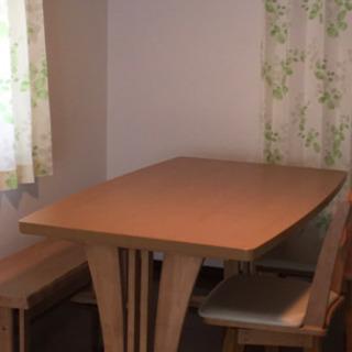 ちょっと大きめダイニングテーブル(回転椅子二脚付けます‼️)