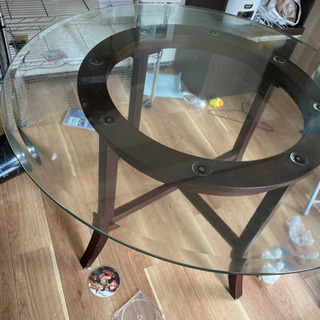 ガラスダイニングテーブル