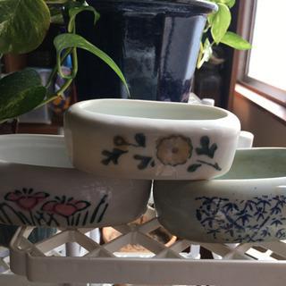 古い鳥の水飲み 植木鉢などに