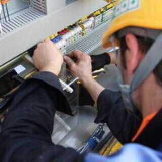【社宅が月々1万円】 実力次第で高収入の珍しい電気工事