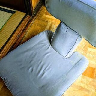 グレーの座椅子