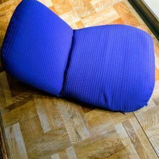 青い座椅子