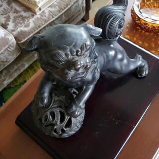 狛犬(多分鉄製)台座付き