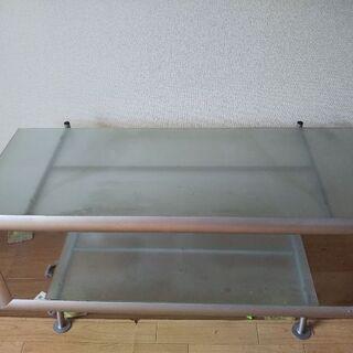ガラス板のテレビボード