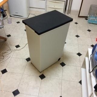 フタつきゴミ箱 42x26x59cm