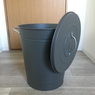 ふた付きゴミ箱