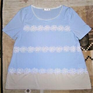 花のモチーフのTシャツ、Mサイズ