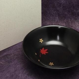 【JA】工房やまと 紅葉に桜花文 天然木 黒漆塗り 菓子器