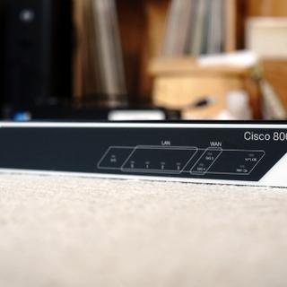 中古美品 Cisco C841M-4X-JSEC/K9 ギガビッ...