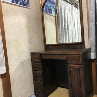 大きな鏡の鏡台