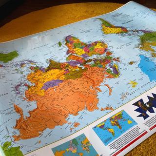 イギリスで購入【南半球が上】世界地図