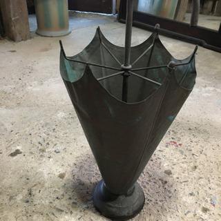 傘の形の オブジェ