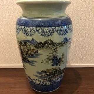 大きな陶器の花器