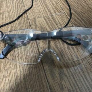 ハズキルーペ風、眼鏡の上から掛けれます。