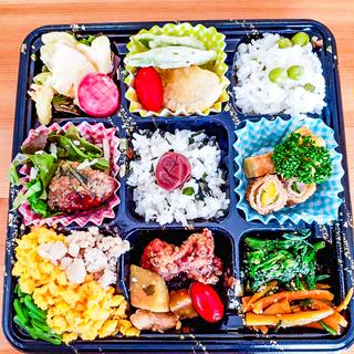 オーガニックのお弁当や惣菜や新鮮野菜を販売しています。