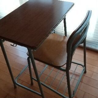 値下げしました。美品 KOKUYO 学校机 椅子のセット