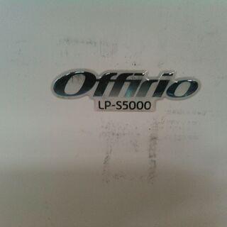 レーザープリンター 印刷時紙に線が入ります。