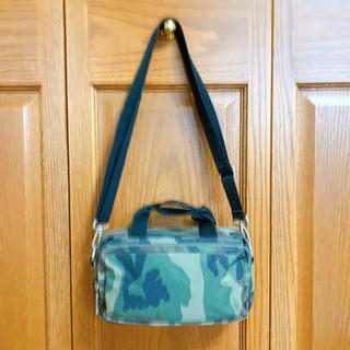 迷彩柄のショルダーバッグ