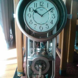 掛け時計、装飾あり、オルゴールあり