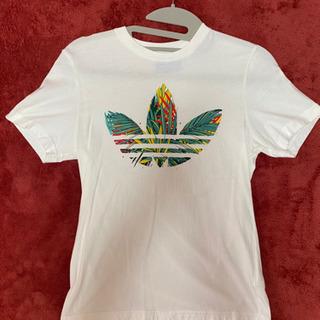 アディダス のTシャツ