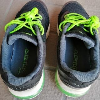 訳あり★カッパ Kappa 運動靴 スニーカー 21cm 黒 ほどけない靴紐付き 外箱あり − 埼玉県