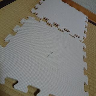 ジョイント式‼️つなげてフロアマット 計34枚セット - 子供用品