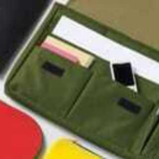 スマートクラッチバッグ 緑色 タブレットやPCにも【未使用品】
