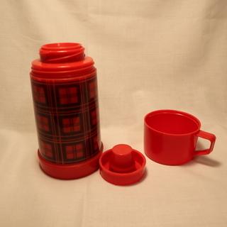 アラジン社の赤タータンチェック柄魔法瓶