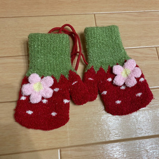 手袋 いちご 1歳2歳サイズ?