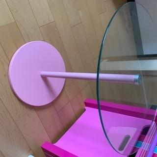 ピンク ガラステーブル