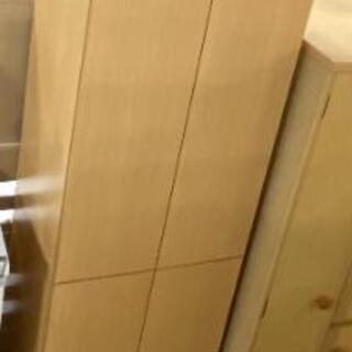 多目的棚 メーカー不明 上下外れます。倒れ防止付き 棚は移動可能です。