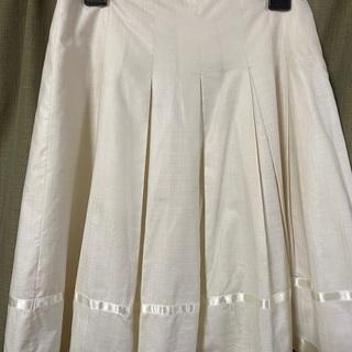 白 フレアスカート