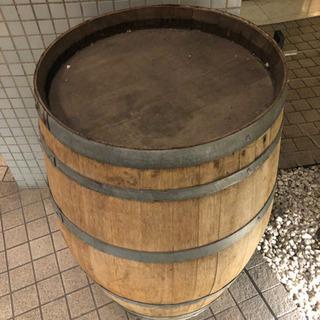 ディスプレイ用の樽 (テーブルとして使える)