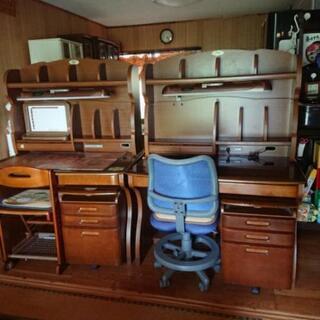 まだまだ充分使える学習机です。2台有ります。必要な方に譲ります。