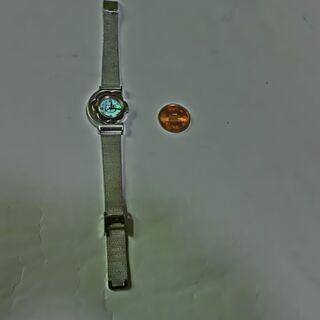 ★回転、ハローキティ腕時計動品★状態良(シルバーカラーー、回転し...