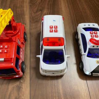 消防車、パトカー、救急車3点セット
