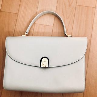 ホワイト ハンドバッグの画像