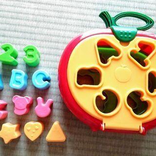 りんご型の型はめおもちゃ