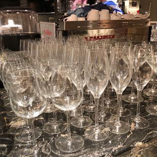 コップ、ジョッキ、ワイングラス