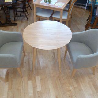 値下げしました!!カフェテーブル3点セット☆テーブル+椅子2脚☆...