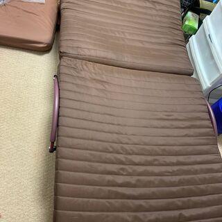 【5段階リクライニング付】折り畳みシングルベッドを格安でお…