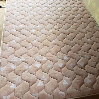クィ-ンサイズのベッド