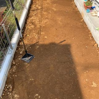 人工芝、砂利敷き、施工致します!!