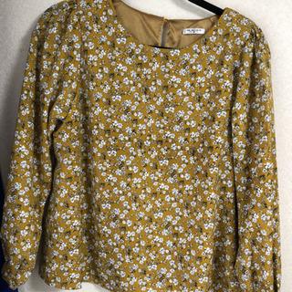 黄色花柄ブラウス