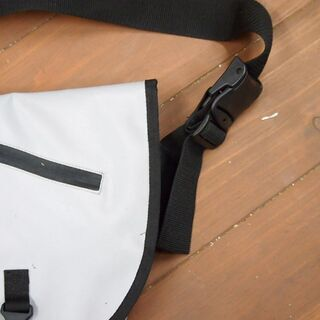 ドイター DEUTER 防水大型 メッセンジャーバッグ - 靴/バッグ