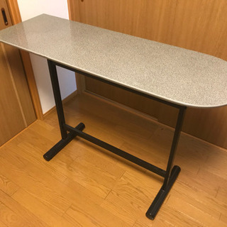 カウンターテーブル、カウンターチェアの画像